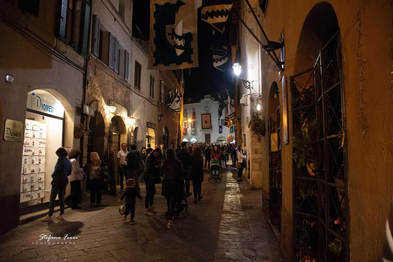 San Gemini, via Roma durante la festa del patrono