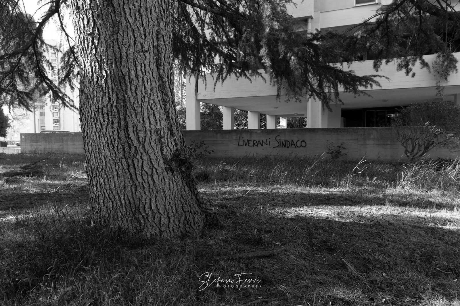 Terni, graffito su muro di periferia
