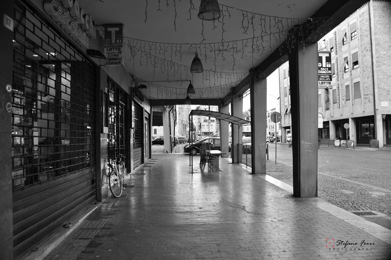 Terni, portico in Corso del Popolo